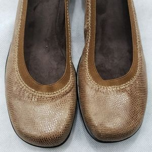 Soft Style Womens Size 9.5 N Rogan Heels Taupe